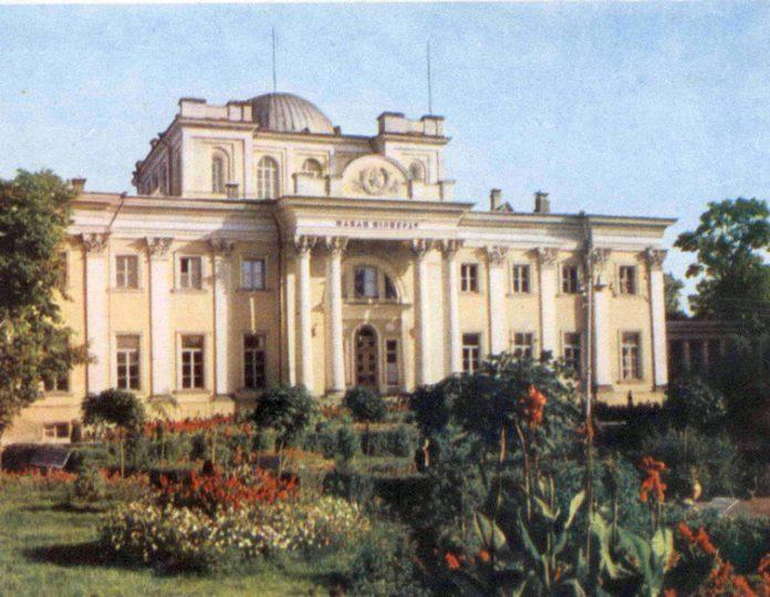 Современный дворец Румянцевых-Паскевичей в Гомеле в 1966 г.