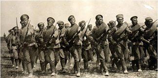 Изображена атака пехоты во время Первой мировой войны