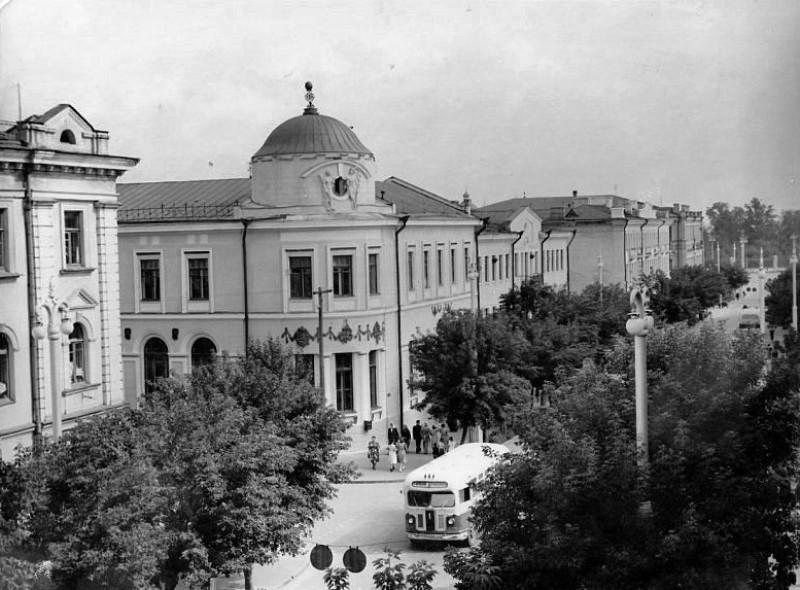 Фотография старого Гомеля в 1960-е гг. Видно здание банка на улице Ланге.