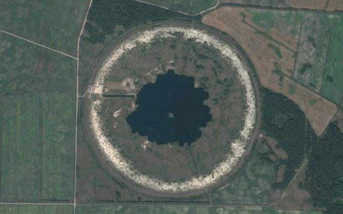 Фотография круглого озера под Гомелем со спутника