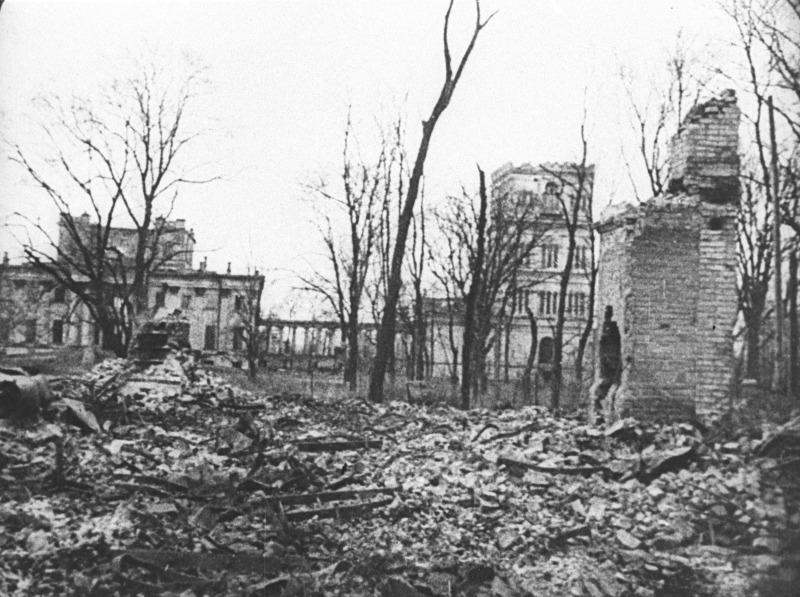 Вид на дворец в Гомеле разрушенный в Великую Отечественную войну