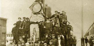 Делегаты стоят на поезде в Гомеле в 1920 г.