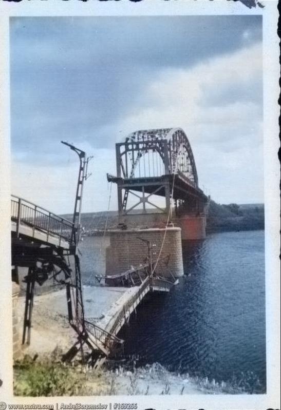 Разрушенный мост через Сож в Гомеле во время войны