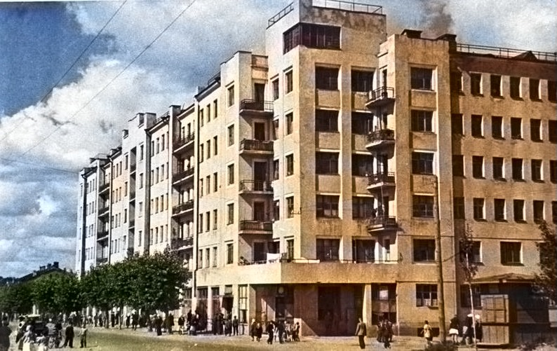 Цветная фотография старого здания Дома коммуны в Гомеле