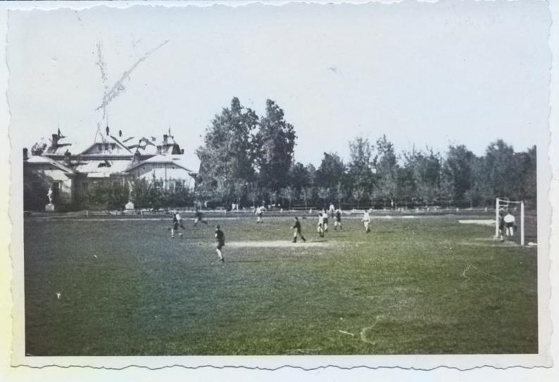 Фотография футбольного матча в Гомеле во время Великой Отечественной