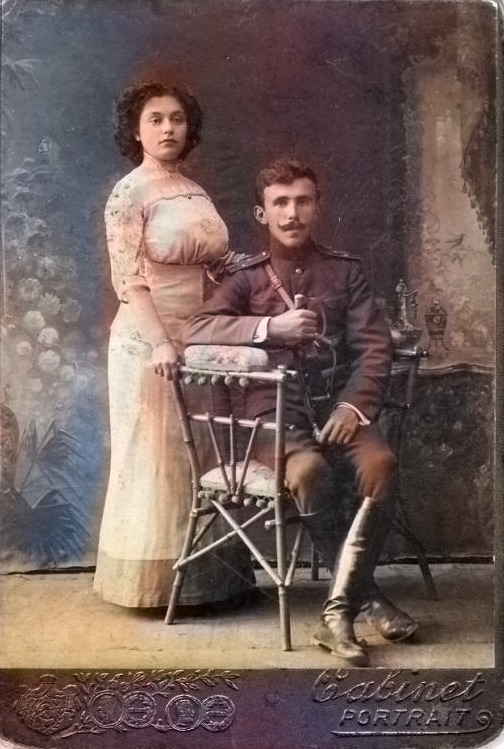 Солдат Абхазского полка из Гомеля с женой на старой фотографии