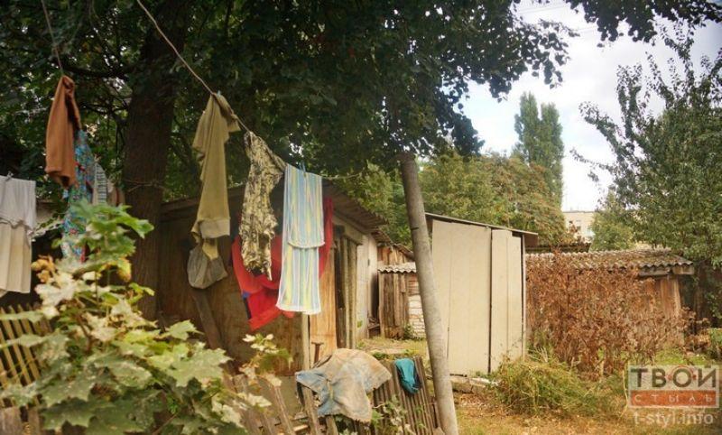 Во дворе сушится бельё