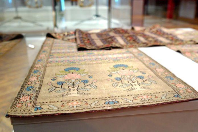 Гомельский дворец мог раньше похвалиться своей коллекцией слуцких поясов.