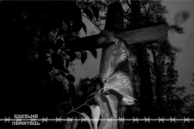 Ночной крест и чёрно-белая фотография