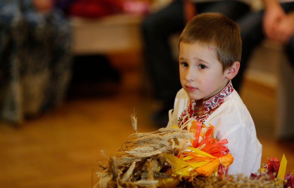Хлопчык у беларускім строі