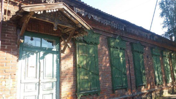 Дом на вуліцы Пляханава з надпісам