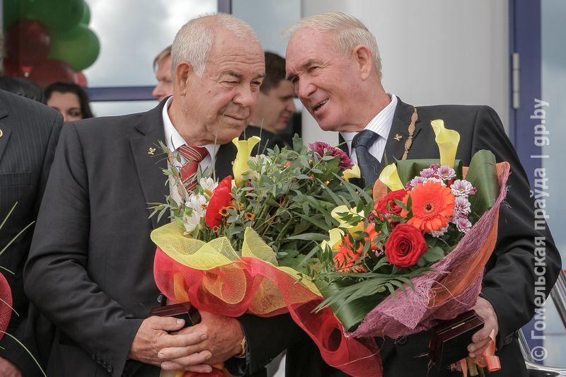 Леонид Гейштор (справа) и Сергей Макаренко на открытии гребной базы в Жлобине в 2010 году