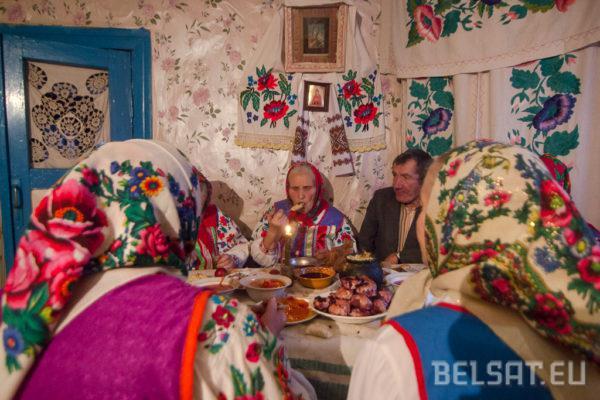 Бабулі за святочным сталом