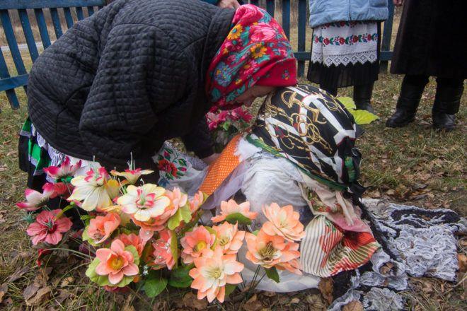 Бабуля на могілках