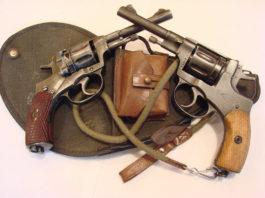 Повстанцы и их оружие - наган и револьвер