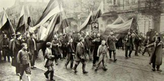 Демонстрация черносотенцев в Одессе вскоре после объявления ''Манифеста 17 октября''