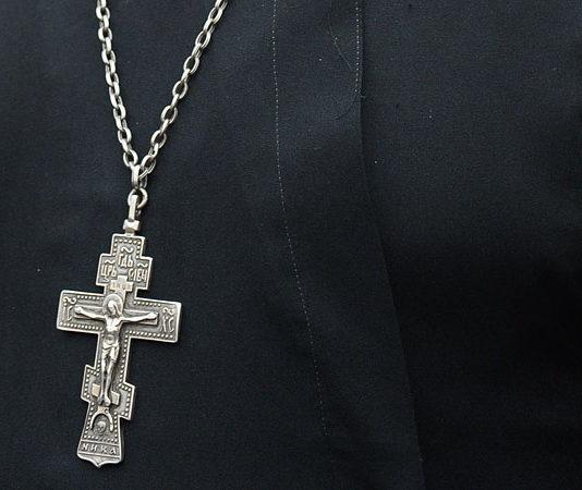Православный крест и священник Гомель