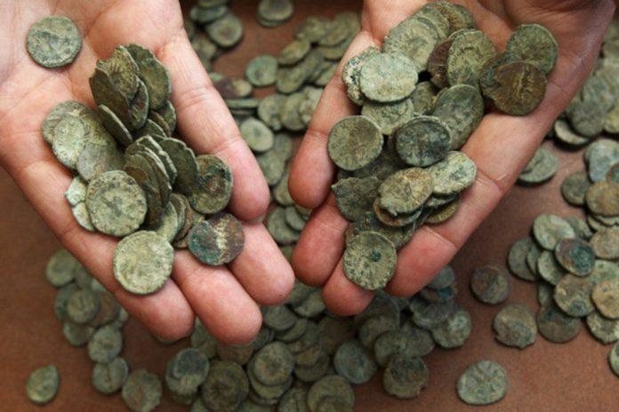 Клады монет на Гомельщине и не только и деньги в руках