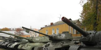Музей военной славы в Гомеле и техника в экспозиции
