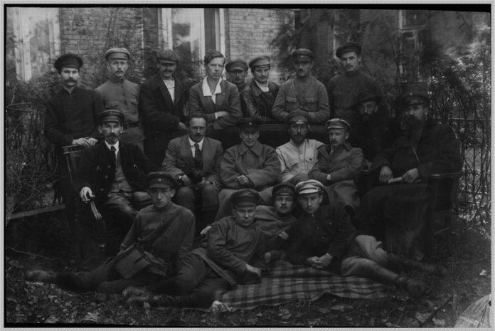 Группа членов Украинского советского правительства и Гомельского ревкома и Гомельская конференция