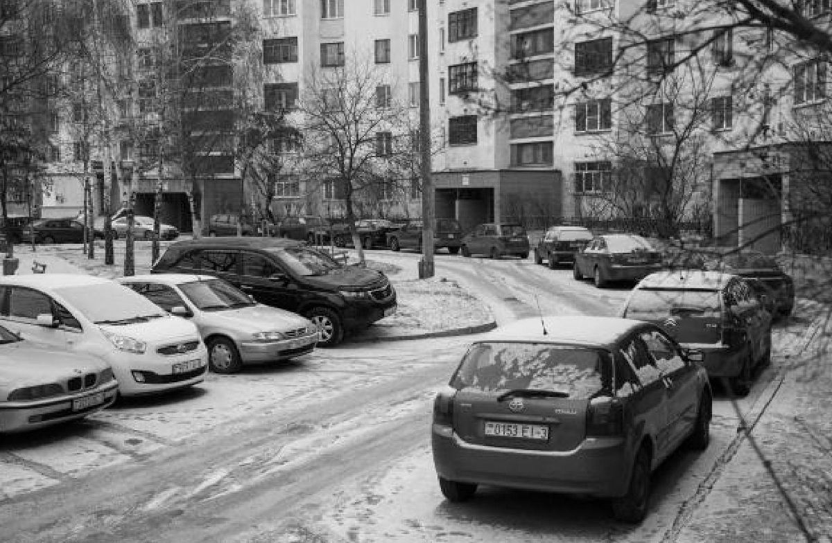 Рис. 2 Фото дворовой территории микрорайона № 17 г. Гомеля