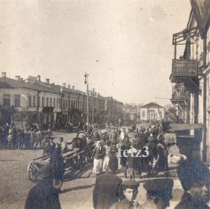Від на вуліцу Базарную (сёння — Працоўная) у Гомелі