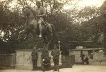 Кайзеровские офицеры у памятника Юзеф Понятовский в Гомеле в 1918 году.Из фондов Гомельского музея военной славы