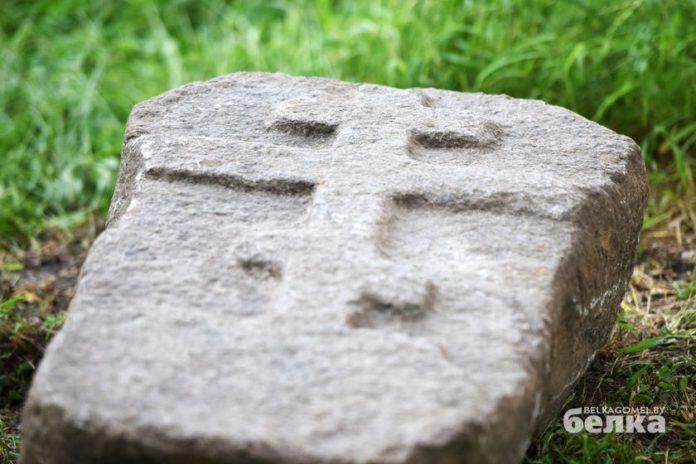 Таинственный камень с кладбища в Гомеле