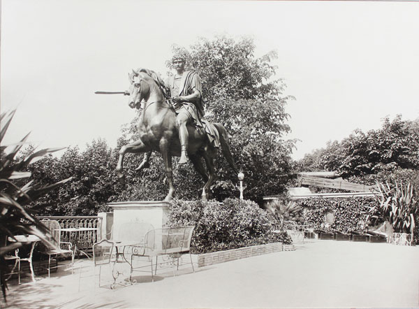 Рисунок 1— Статуя князя Ю. Понятовского в гомельском парке князей Паскевичей (Б. Торвальдсен, фото из альбома «Homel 1911»)