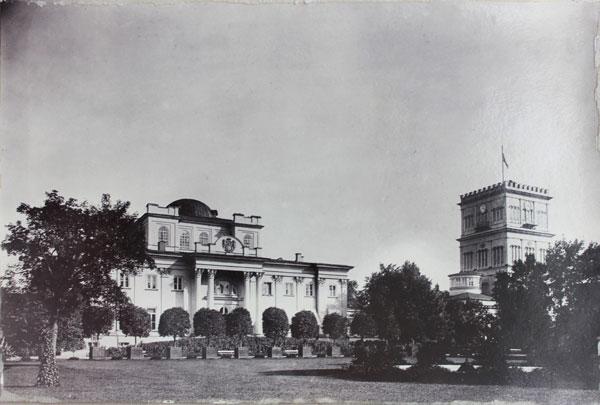 Рисунок 2— Вид на партер и главный фасад Гомельского дворца (фото из альбома «Homel 1911»)